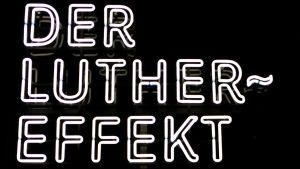 Neonskylt för utställningen Der Luthereffekt i Berlin