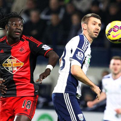 Bafetimbi Gomis spelar för Swansea.