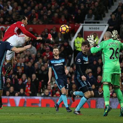 Zlatan Ibrahimovic får ett mål bortdömt mot Middlesbrough, 31.12.2016.