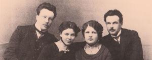 Toivo Kuula sisarustensa Lempin ja Arvon sekä tämän puolison Irenen kanssa.