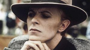 David Bowie elokuvassa Mies toisesta maaimasta. Ohjaus Nicolas Roeg.