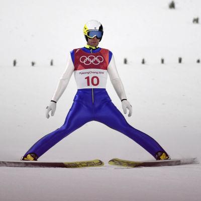 Janne Ahonen efter landning i lilla backen i OS i Pyeongchang.