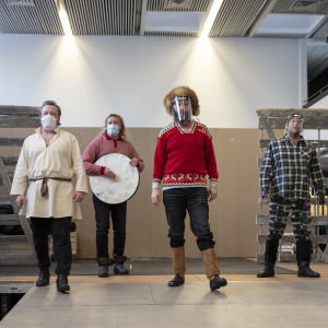 Maa on syntinen laulu- näytelmän harjoituksen Kemin kaupunginteatterin harjoitustiloissa