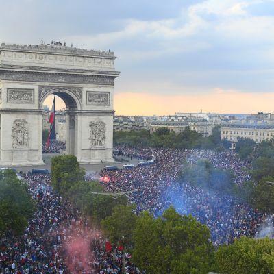 Pariisissa juhlittiin maailmanmestaruutta.