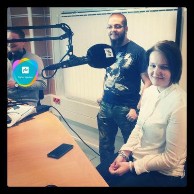 Henri Vænerberg och Sophie Ögård i Radio X3M:s studio