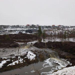 Talvivaaran kipsisakka-allas vuotaa marraskuussa 2012.