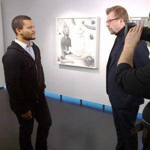 Mika Karhu ja Joonatan Pitkänen Kalle Hammin näyttelyssä Keravan taidemuseo Sinkassa