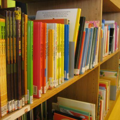Böcker på nya stadsbiblioteket i Åbo