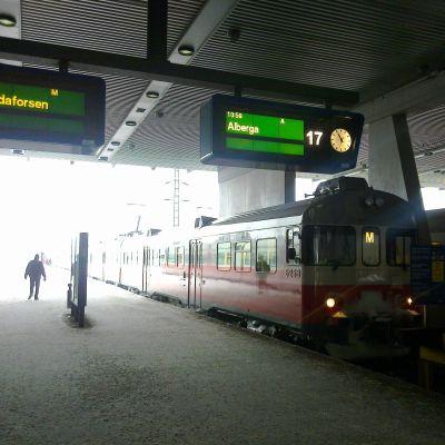 Perrongen på järnvägsstationen i Helsingfors.