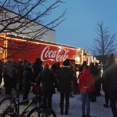 Coca-Cola - joulurekka sai Oulun liikenteen sekaisin useaksi tunniksi.