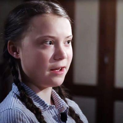 På bilden syns klimataktivisten Greta Thunberg ur profil.
