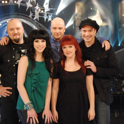 Samin vieraina ovat tällä kertaa Martti Saarinen, Stina Girls, Maija Kauhanen ja Janne Raappana.