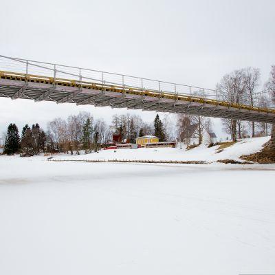 Ilmajoen-kävelysilta-ja-oopperaranta talvella.jpg