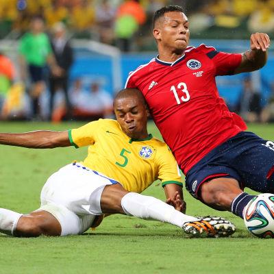 Fernandinho och Fredy Guardin, Brasilien-Colombia, VM 2014