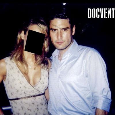 Mies ja nainen, naisella pään kohdalla musta laatikko.