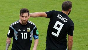 Gonzalo Huguain klappar om Lionel Messsi