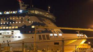 kryssningsfartyget silja galaxys ankomst i åbo hamn.