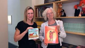 Översättaren Nadya Kandrusevich tillsammans med jujja Wieslander som skapat Mamma Mu.
