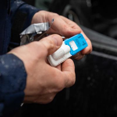 Poliisin käyttämä syljestä otettava huumetesti.