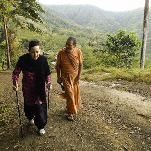 Kaisa Leka vierailulla Madhuvan luostariyhteisössä Costa Ricassa..