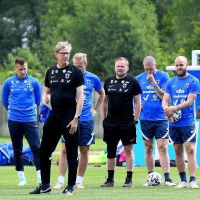 Finlands fotbollsherrar på träning.