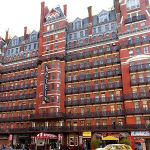 Hotel Chelsea New Yorkissa, julkisivu