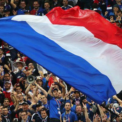 Ranskan lippu katsomossa