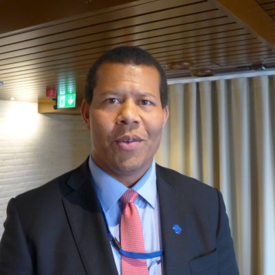 Strategidirektören Ari Evwaraye vid Inrikesministeriet