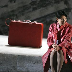 Olli Kortekangaan ooppera Isän tyttö (2007) Monica Groop (Anna). Savonlinnan oopperajuhlat / Yle kuvapalvelu.