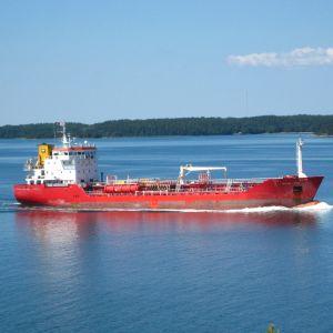 Fraktfartyg i Åbolands skärgård.
