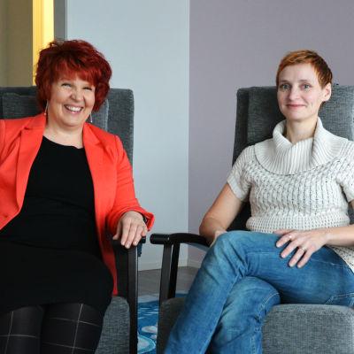 Riitta Koivula, vd för Oikeahetki och Nina Jacobsson, föreståndare för enheten i Malax.