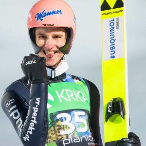 Karl Geiger är världsmästare i flygbacke.