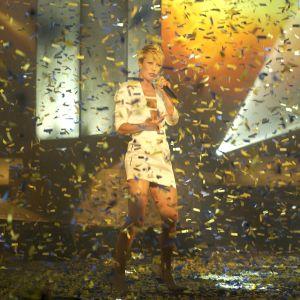Laura Voutilainen laulaa Suomen euroviisukarsinnassa 2002