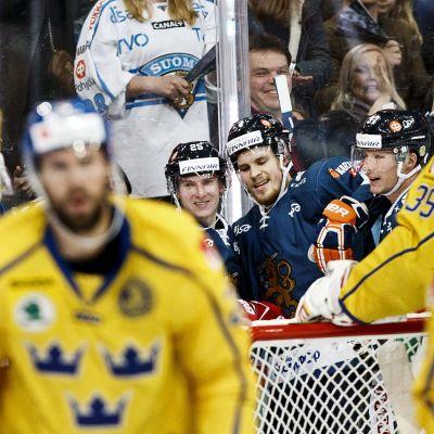 Finland jublar mot Sverige.
