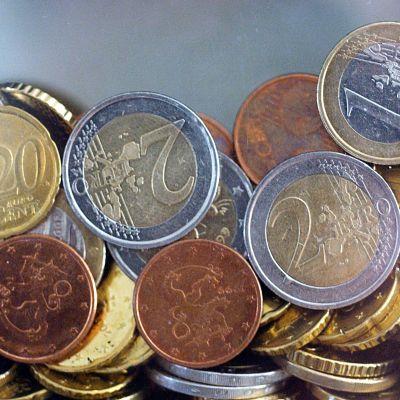 Eurovaluutan kolikoita kasassa