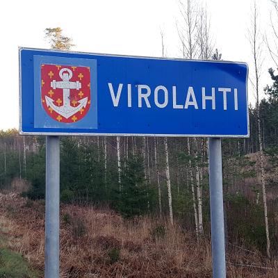 Virolahti-kyltti kunnan rajalla