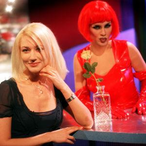 Maria Guzenina ja Lana Laser Linnunradan pianobaarissa 1998. Sarja julkaistaan kokonaisuudessaan Areenaan marraskuussa 2018.