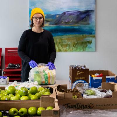 Ivalolainen Jatta Kaivosoja alkoi koordinoimaan ruoka-apua koronaviruksen vuoksi.