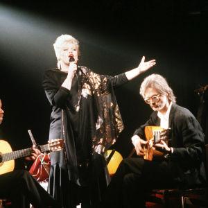 Anneli Saaristo, Suomen euroviisuedustaja 1989, sekä kitaristit Bert Karlsson ja Antero Jakoila