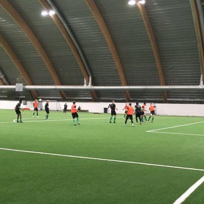 KPV harjoittelee Kipparihallissa Kokkolassa.