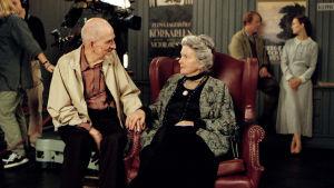 Kuvassa ohjaaja Ingmar Bergman ja näyttelijä Anita Björk.