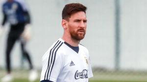 Argentina och Lionel Messi laddar upp i Moskvaregionen.