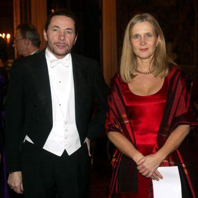 En arkivbild på Katarina Frostenson och hennes man Jean-Claude Arnault från Nobelmiddagen i december 2001.