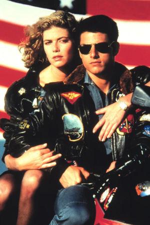 Man och kvinna framför amerikansk flagga
