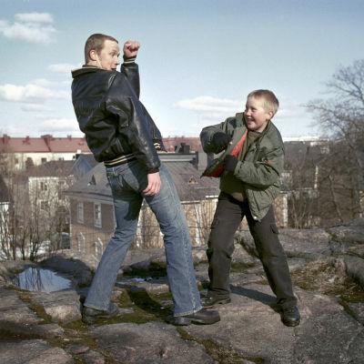 Petteri Summanen ja Mikko Alanko ovat nyrkkeilevät veljekset elokuvassa Haaveiden kehä.