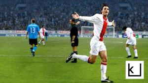 Zlatan Ibrahimović tuulettaa tehtyään maalin Ajaxille.