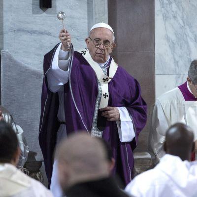 Påven Franciskus firade mässa på askonsdag i Rom.