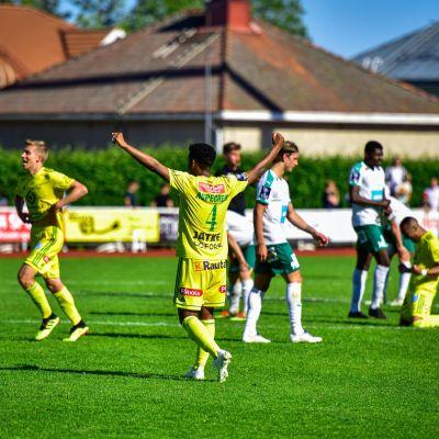 Ilvesspelare jublar, IFK-spelare deppar