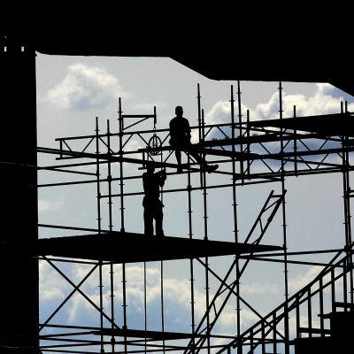 Arbetare på byggnadsställning