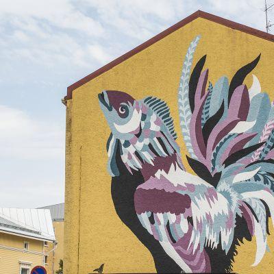 Severi Gallus -nimeä kantava teos Kuopion keskustassa Torikadulla.